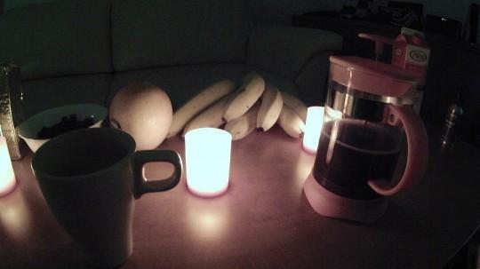 Kaffe och levande ljus skapar liv..
